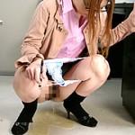 開放的な放尿工場娘
